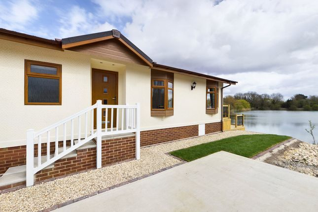 Thumbnail Mobile/park home for sale in The Reeds, Barton Broads Park, Maltkiln Road, Barton-Upon-Humber, North Lincolnshire