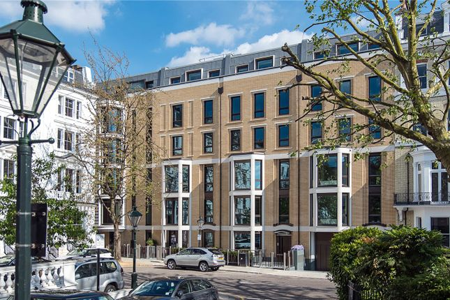 Thumbnail Flat for sale in Vicarage Gate, London