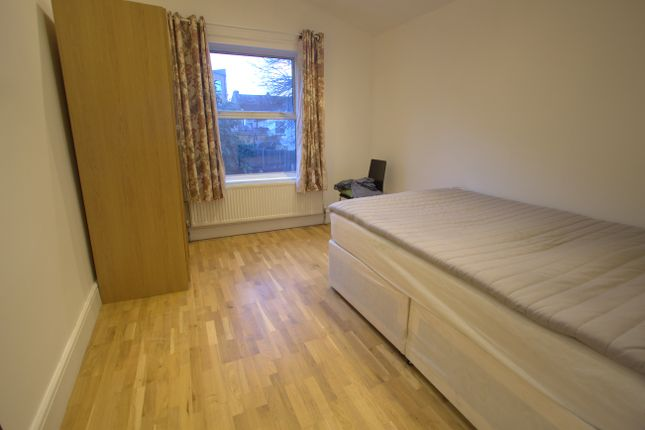Thumbnail Room to rent in Rainbow Street, London