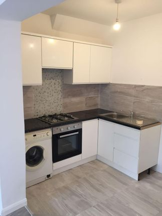 Thumbnail Flat to rent in Benares Road, Plumstead