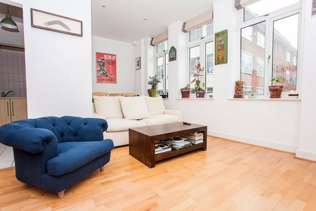 1 bed terraced house to rent in 5 Munro House St. Cross Street, London EC1N