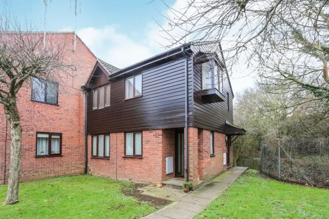 Thumbnail Maisonette for sale in Millstream Close, Hitchin, Herts, England
