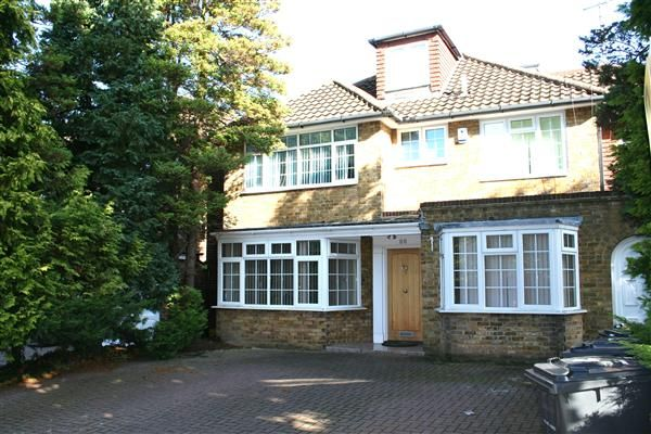 Thumbnail Detached house to rent in Fitzalan Road N3, Finchley