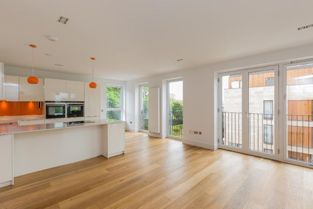 Thumbnail Flat to rent in Wallace Gardens, Murrayfield, Edinburgh