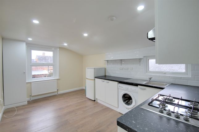 3 bed flat to rent in Glyn Road, London E5