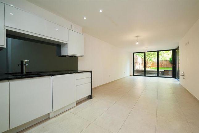 Thumbnail Flat to rent in Lordship Road, Stoke Newington, London