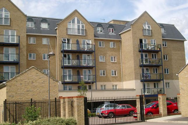 Thumbnail Flat to rent in Clarence Lodge, Taverners Way, Hoddesdon