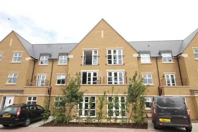 Thumbnail Flat for sale in Chambord House, Queenswood Crescent, Egham, Surrey