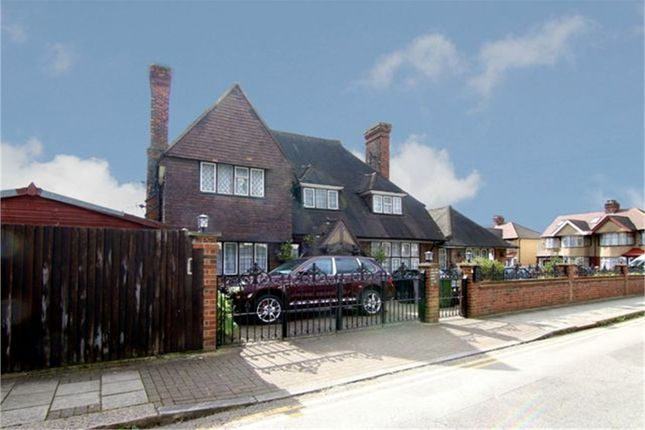 Thumbnail Detached house for sale in Lovat Close, London