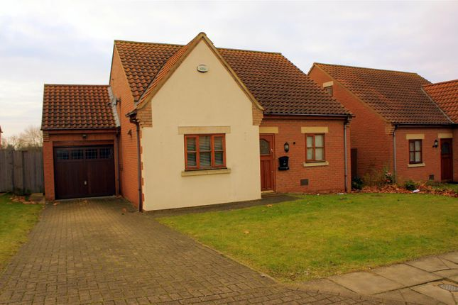 3 bedroom detached house to rent in Coleshill Place, Bradwell Common, Milton Keynes