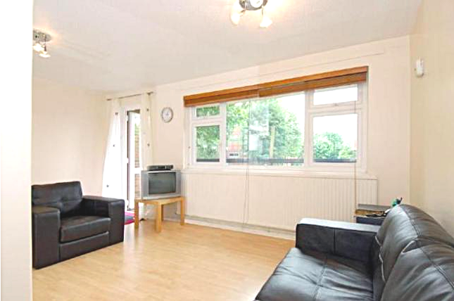 Flat to rent in Eckford Street, London