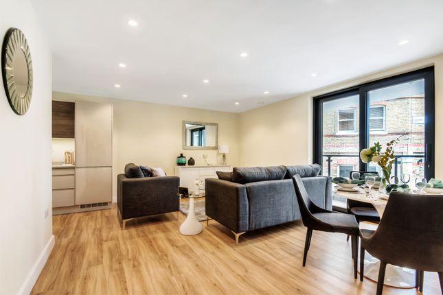 3 bedroom flat for sale in Sylvester Road, London