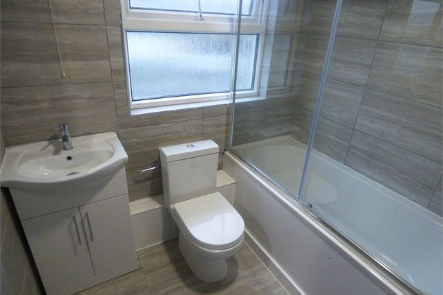 Thumbnail Flat to rent in Parlaunt Road, Langley, Berkshire