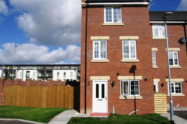 Thumbnail Town house for sale in Chancel Road, Wakefield