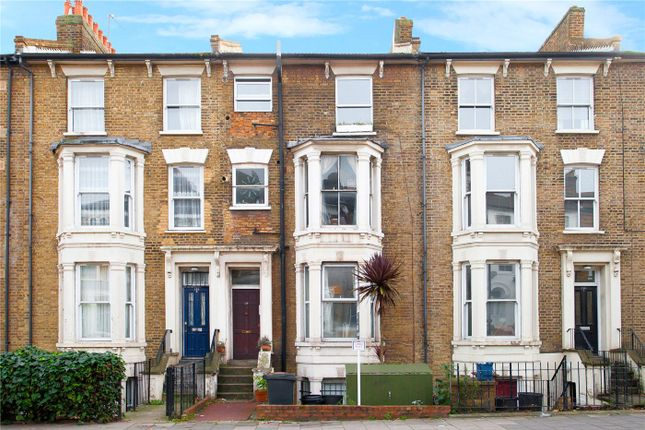 Flat in  Graham Road  London West London