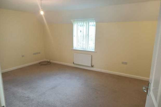 2 bed flat to rent in Redwing Avenue, Iwade, Sittingbourne ME9