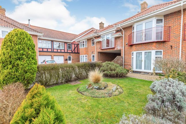 3 bed flat for sale in Sutherland Court Gardens, Cromer NR27