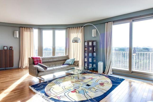 Living Room of 92200 Neuilly-Sur-Seine, Neuilly-Sur-Seine (Commune), Neuilly-Sur-Seine, Nanterre, Hauts-De-Seine, Paris-Ile De France, Île-De-France