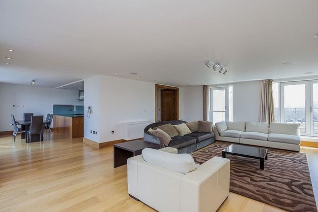 Thumbnail Flat to rent in Park View Residence, Baker Street, Marylebone