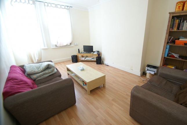 Thumbnail Flat to rent in St Johns Terrace, Hyde Park, Leeds