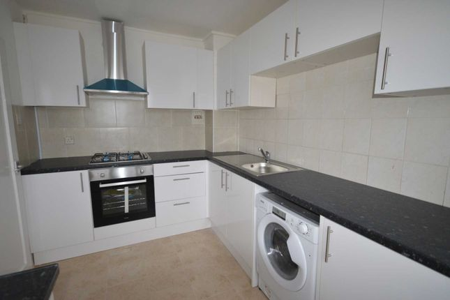 Thumbnail Flat to rent in Olney Road, Elephant & Castle