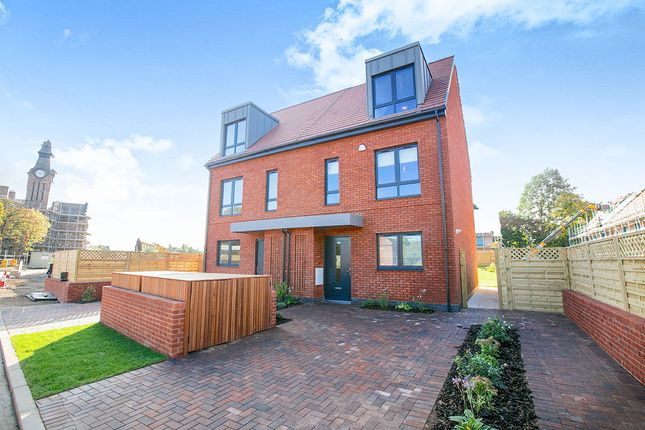 Thumbnail Terraced house for sale in Worthington Crescent, Cheadle