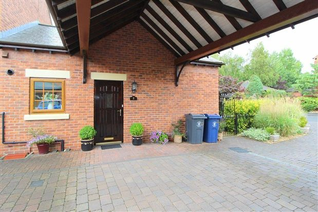 Thumbnail Bungalow for sale in Guinea Hall Mews, Southport