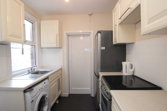 Thumbnail Terraced house to rent in Sherwood Street, Reading