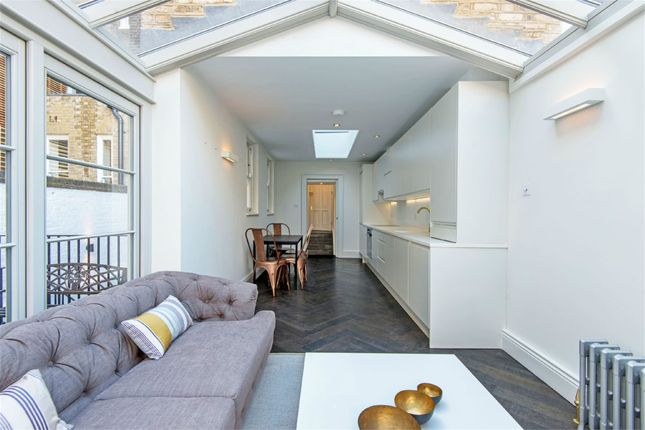 Thumbnail Flat to rent in Guilford Street, London