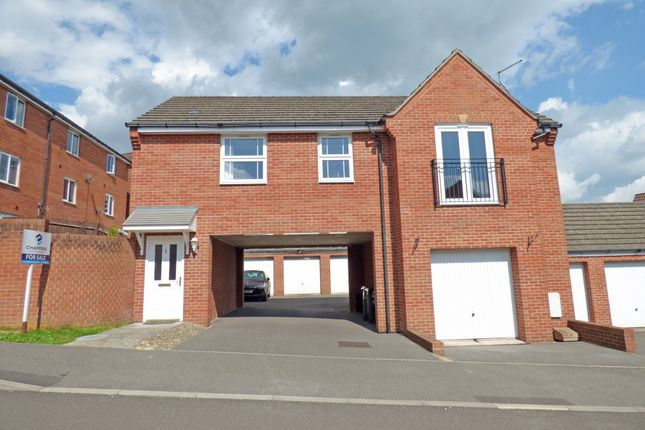 2 bed flat to rent in Hen And Chickens Field, Wincanton BA9