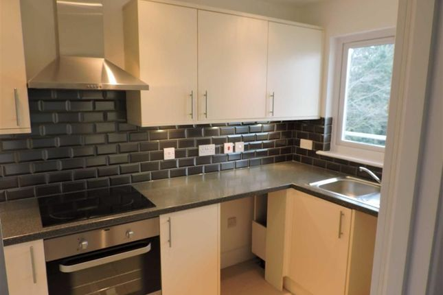 2 bed flat to rent in Vanners Parade, High Road, Byfleet, West Byfleet KT14
