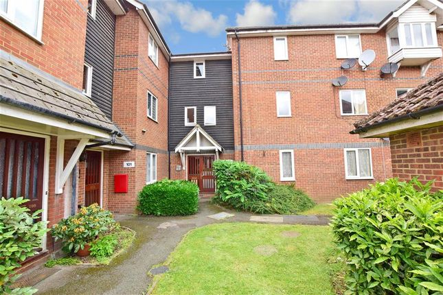 1 bed flat for sale in Mandeville Court, Chingford, London E4