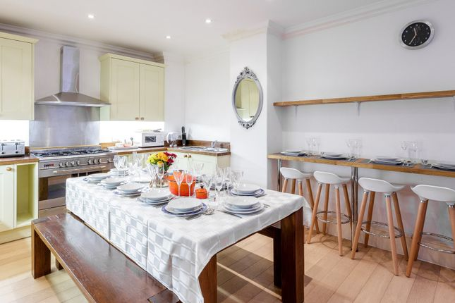 Thumbnail Town house to rent in St. James's Chambers, Ryder Street, London