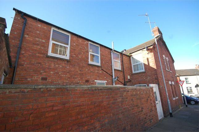 Flat to rent in Artizan Road, Abington, Northampton
