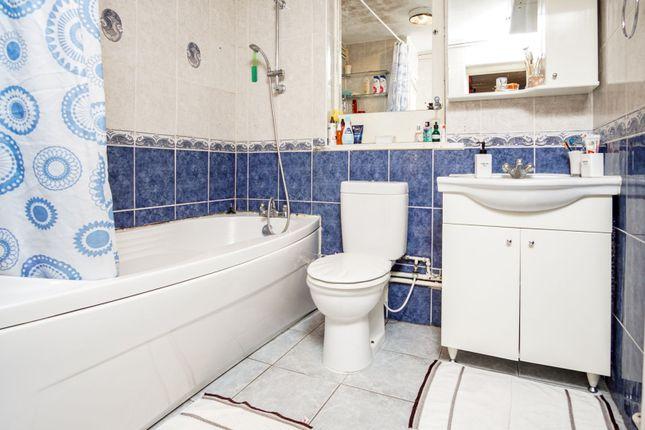 Bathroom of Sturmer Way, Holloway N7
