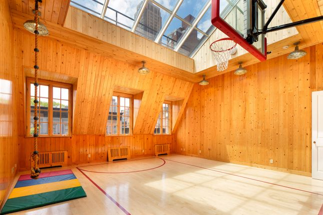 Top Floor Indoor Basketball Court With Large Skylight