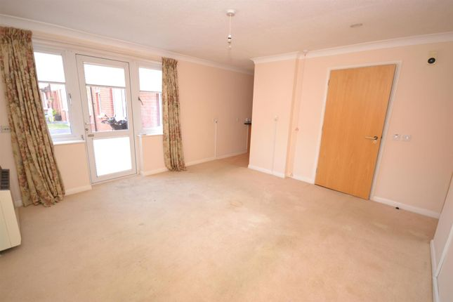 Living Area of Frinton Road, Holland-On-Sea, Clacton-On-Sea CO15