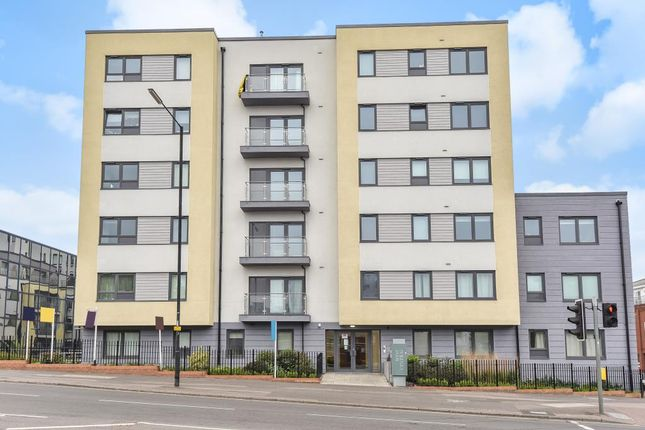 Flat to rent in West Central, Slough