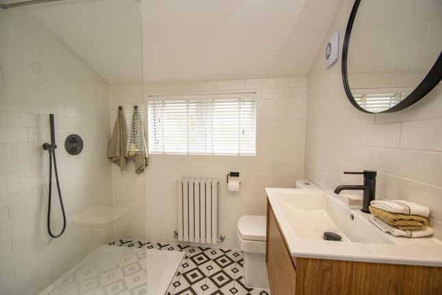 Ensuite of West Chiltern, Woodcote, Reading RG8