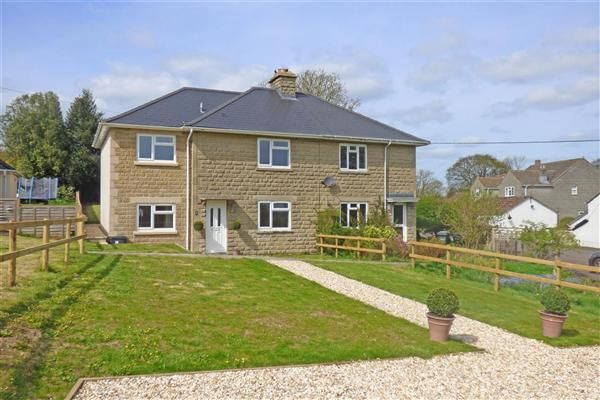 4 bed property for sale in Grove Close, Pen Selwood, Wincanton