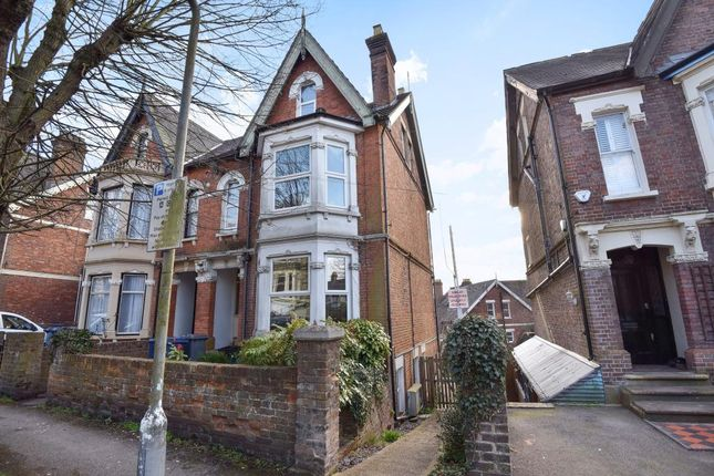 Thumbnail Maisonette to rent in Priory Avenue, High Wycombe