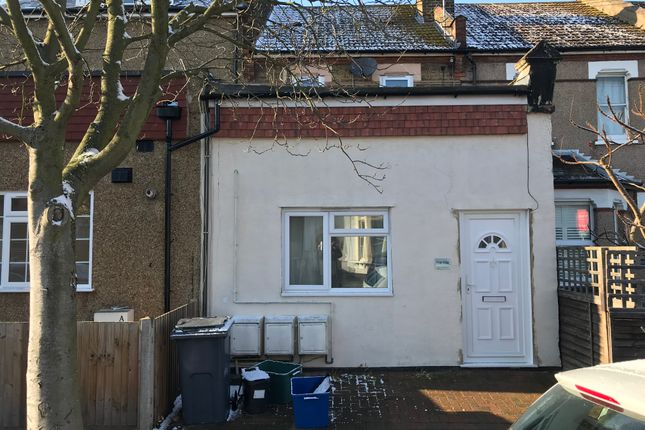 1 bed maisonette to rent in Dagnall Park, South Norwood