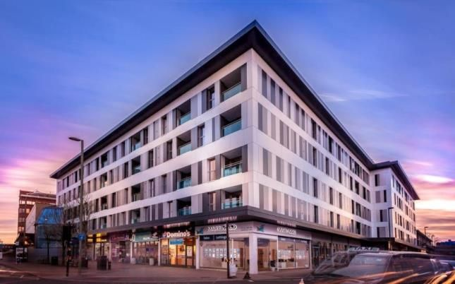 Thumbnail Flat for sale in Queensgate, High Street, Redhill