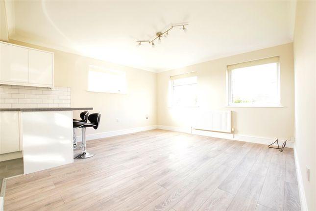 Thumbnail Flat to rent in Oak Street, Romford