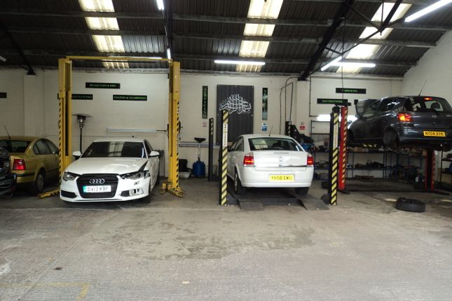 Thumbnail Parking/garage to rent in Netherfield Road, Dewsbury