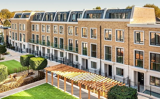 Thumbnail Flat for sale in London Square (The Radcliffe), Fulham