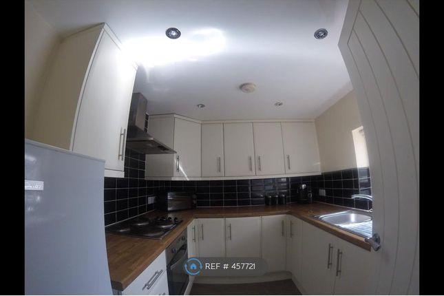 Thumbnail Flat to rent in Cross Crown Street, Cleckheaton