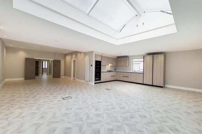 Thumbnail Triplex to rent in The Drive, Golders Green
