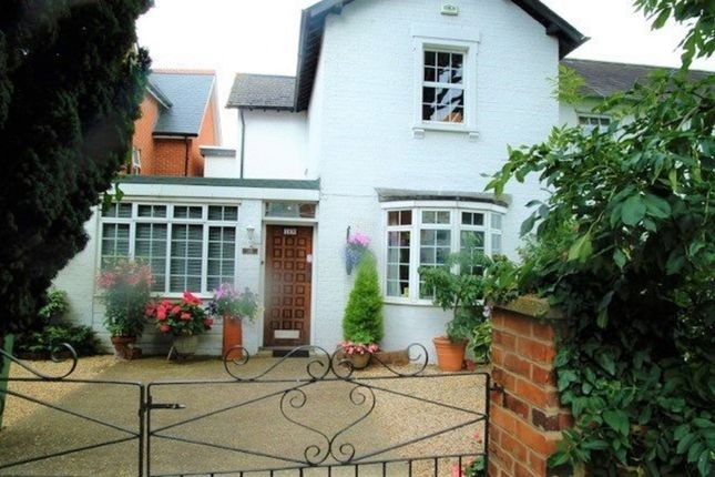 Thumbnail Semi-detached house to rent in Reading Road, Henley-On-Thames
