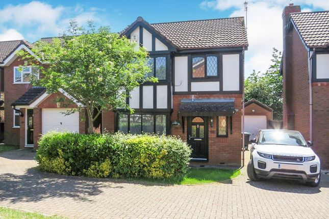 Thumbnail Detached house for sale in Kenilworth Close, Hemel Hempstead